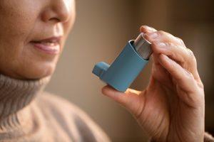 astma, benauwd, astma aanval, allergie, allergisch, ademhaling, longfysiotherapie, longfysiotherapeut, psychosomatische fysiotherapie, sportfysiotherapie, sportfysiotherapeut, psychosomatisch fysiotherapeut, ademhalingsoefeningen, puffer, astmageneesmiddel, hulp bij astma, leven met astma, fysiotherapie, fysio bij astma, fysiotherapie bij astma, fysio